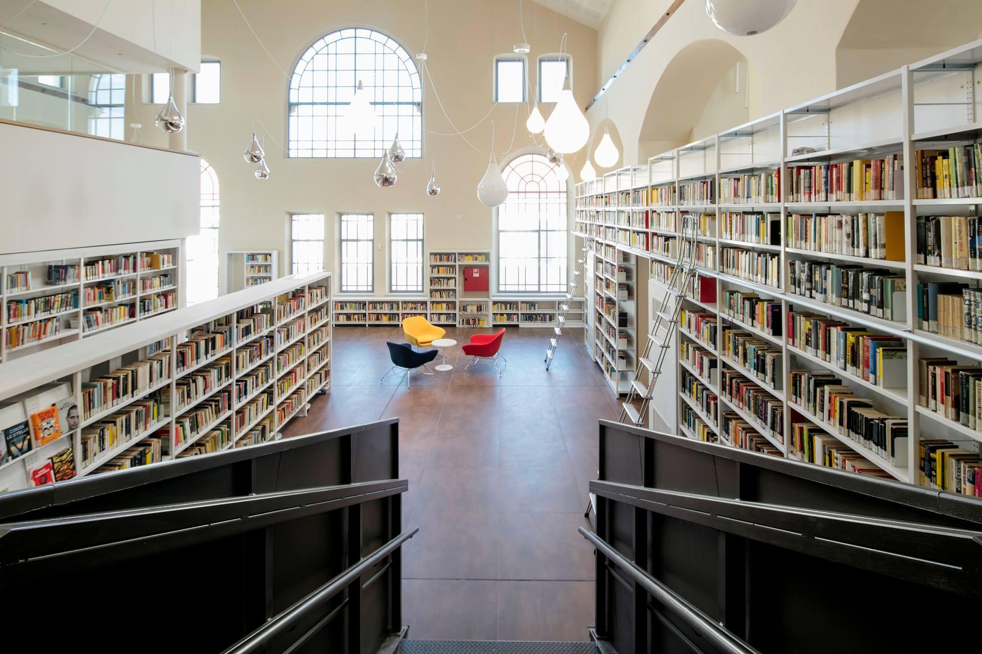 Biblioteca civica p m beghi for Arredi per biblioteche